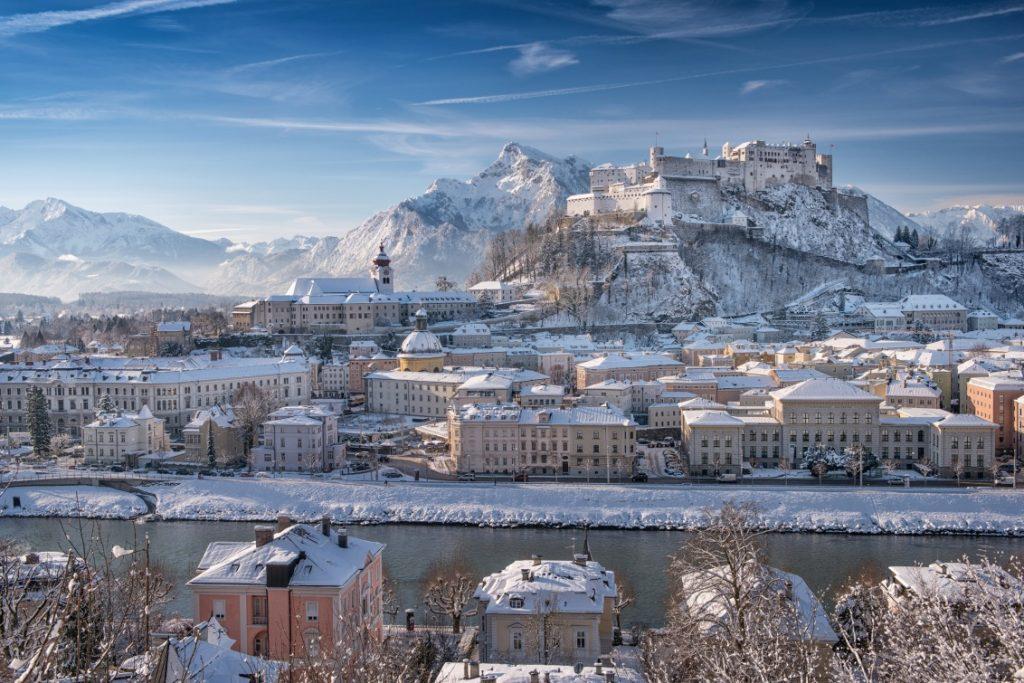 Salzburg, fortress Hohensalzburg, snow, the Alps in the background, the river Salzzach, historic town; Salzburg, Festung Hohensalzburg, Schnee, Alpen im Hintergrund, Fluss Salzach, historische Stadt